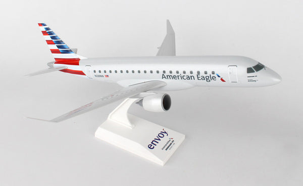 Skymarks American Eagle ERJ175 (Envoy Air) 1/100 Scale Model w Stand N220NN