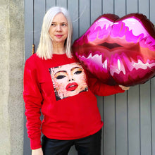Load image into Gallery viewer, red#selfie.sweater.model2