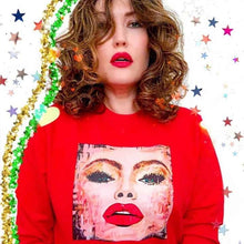 Load image into Gallery viewer, red#selfie.sweater.model1