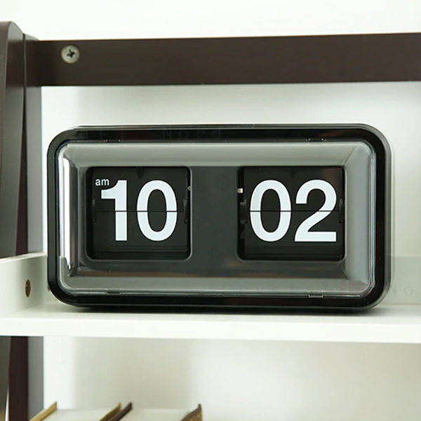 Black retro flip wall clock
