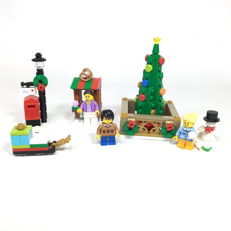 40263 Christmas Town Square