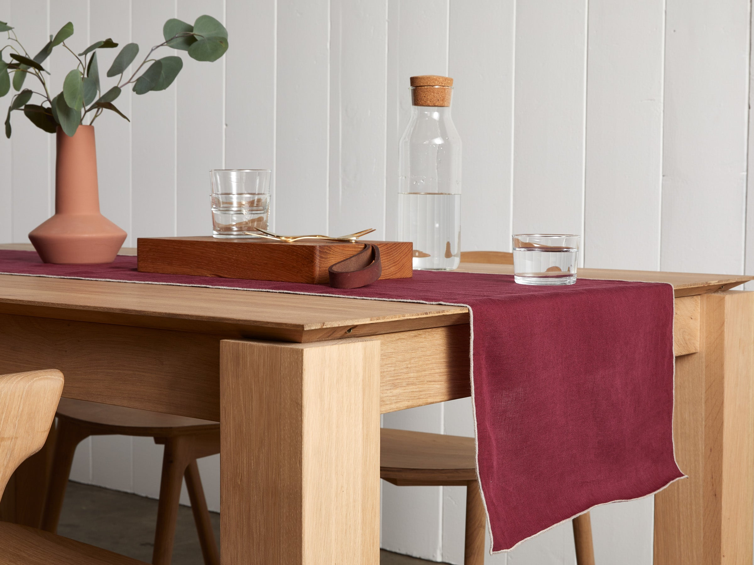 HB Contrast Edge Table Runner