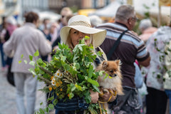 woman at farmers market with dog