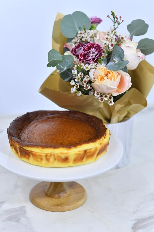 Basque Burnt Cheese Cake & Omakase Flowers