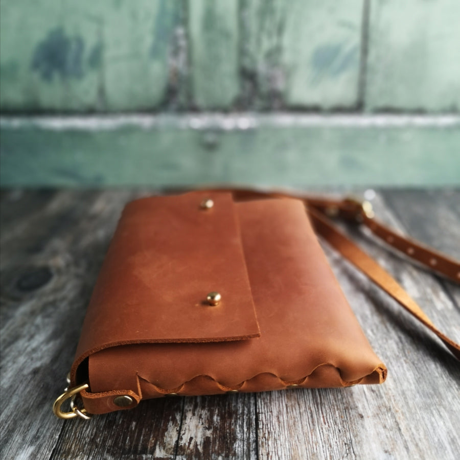 Regular Sized Tan Leather Crossbody Handbag