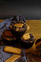 Load image into Gallery viewer, FEAR OF THE DARK - Biscoff stuffed vegan double chocolate cookies