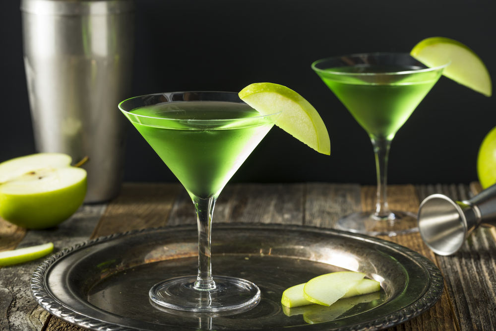Green Alcoholic Appletini Cocktail with Apple Garnish