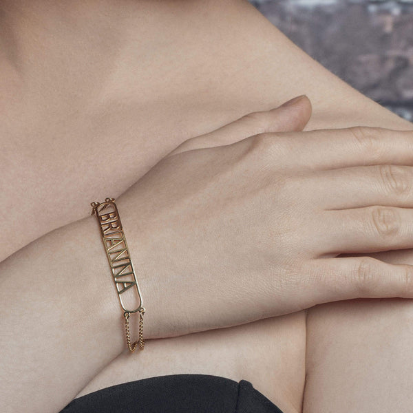 Ari&Lia Delicate Bar Name Bracelet