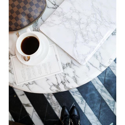 marble-macbook-marble-table-blogger-instagram
