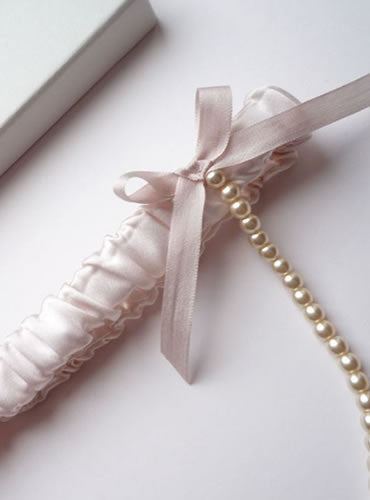 Carrie Draped Pearl Garter