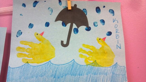 hand printing ducks with splodge at messy friday kindercraft sessions in the Adelaide Play cafe for toddlers
