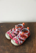 Load image into Gallery viewer, Keen Seacamp II Sandals in pink purple sz 10