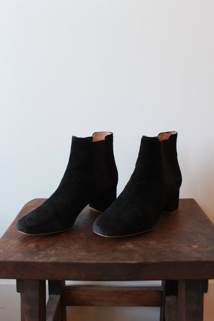 MADEWELL GUSSET CHELSEA BOOTS IN BLACK SUEDE, SZ 7