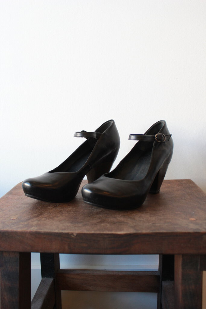 VIALIS BLACK WOODEN HEELED PLATFORM MARY JANE PUMPS SZ 38/7.5-8
