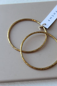 AMSHA PDX small hammered brass bangle