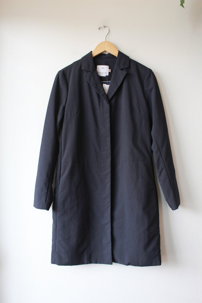 HILLARY DAY BOY COAT IN NAVY WATER-RESISTANT CANVAS SZ M (RUNS SMALL)
