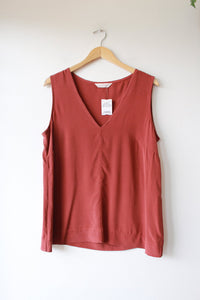 ELIZABETH SUZANN POLLY TANK IN RUST SILK CREPE SZ L (RETAIL $195 + SOLD OUT)