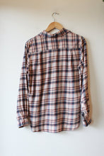 Load image into Gallery viewer, TROVATA BIRDS OF PARADISE RORY SHIRT IN PINK PLAID FLANNEL SZ S (RETAIL $198)