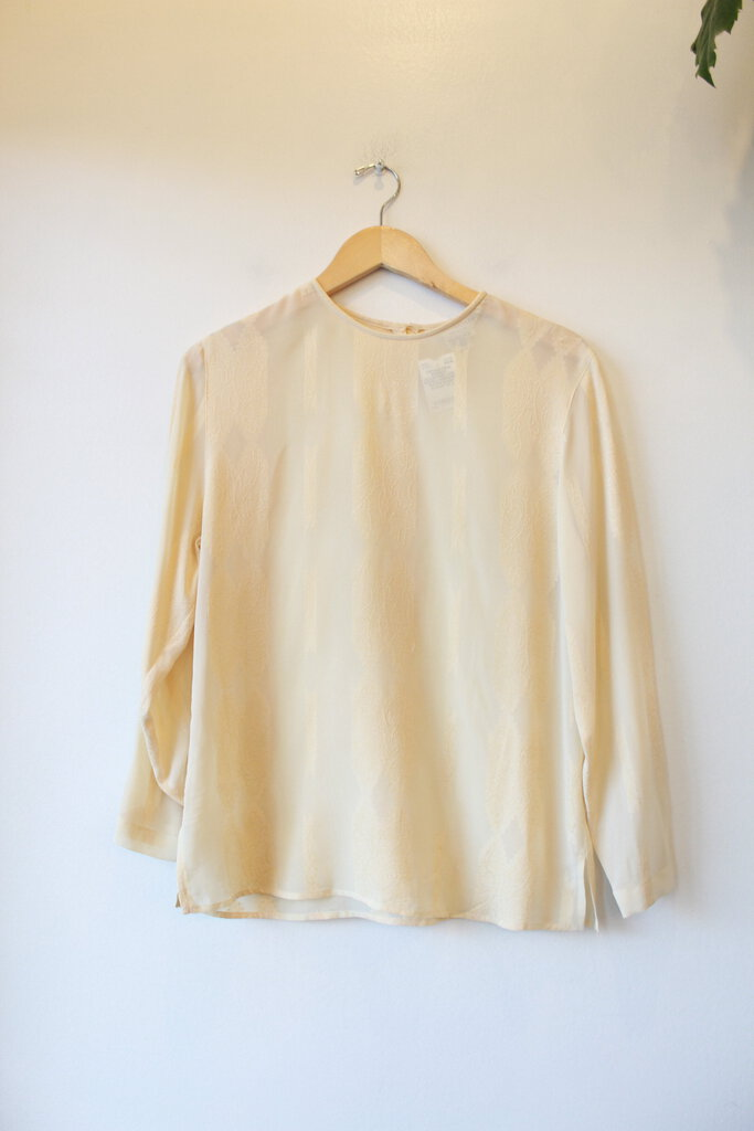 VINTAGE PAUL STANLEY COLLECTION IVORY SCROLL EMBOSSED RAYON BLEND BLOUSE SZ 8 (VINTAGE SIZING-SEE MEASUREMENTS)