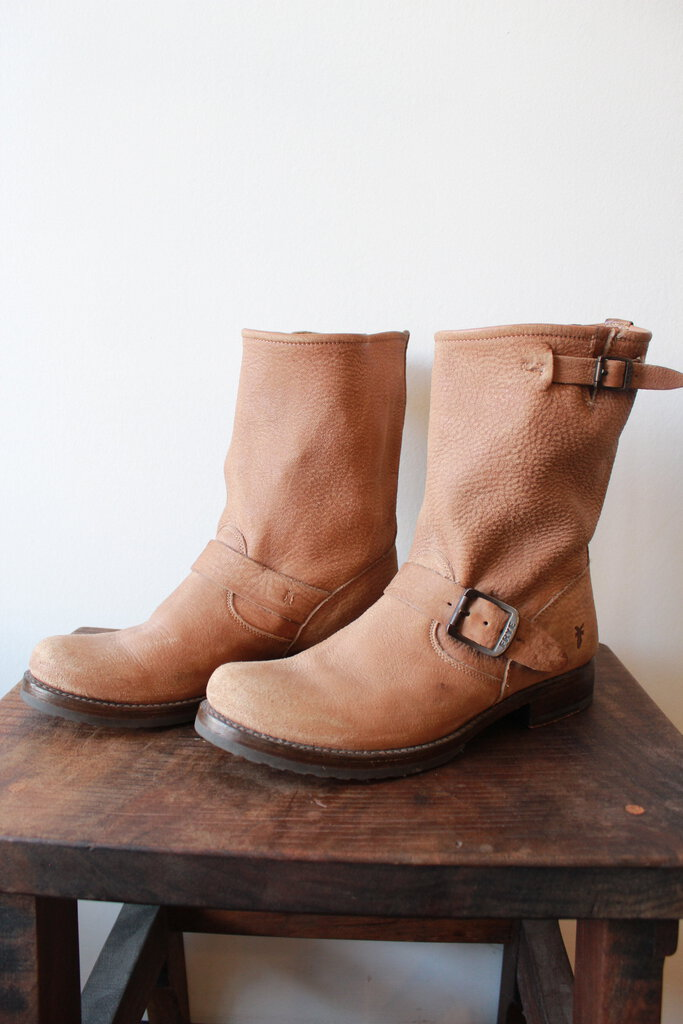 FRYE VERONICA SHORT BOOTS IN TAN DISTRESSED NUBUCK SZ 8.5