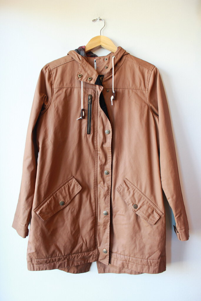 KAVU SUNDOWNER WAXED CANVAS HOODED JACKET IN TOBACCO SZ M (AS IS: INNER SNAP ON BACK MISSING) ($139.95 ONLINE)