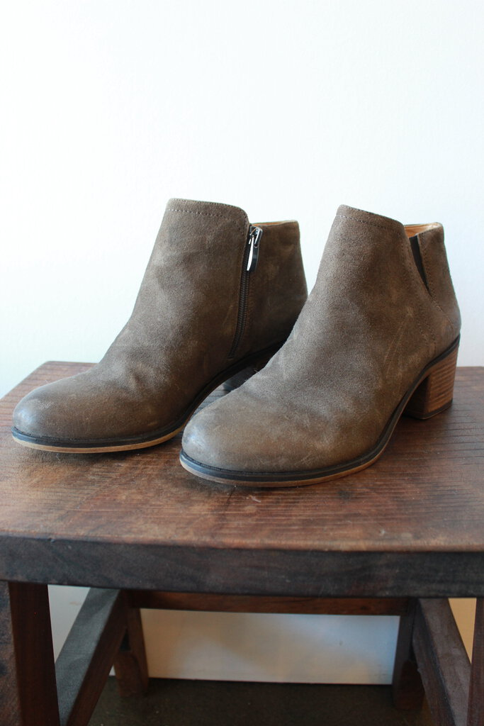 FRANCO SARTO BROWN SUEDE HEELED BOOTIES SZ 8.5