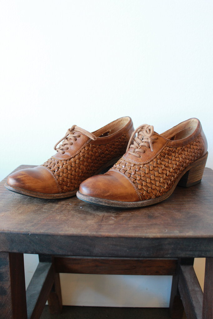 FRYE MAGGIE WOVEN BROWN HEELED OXFORDS SZ 8.5 (PROTECTIVE SOLES ADDED!)