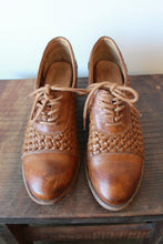 Load image into Gallery viewer, FRYE MAGGIE WOVEN BROWN HEELED OXFORDS SZ 8.5 (PROTECTIVE SOLES ADDED!)