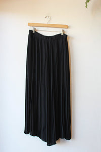EILEEN FISHER BLACK PLEATED CULOTTES SZ S (FIT S/M)