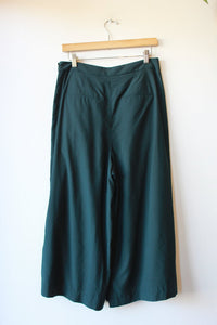 VINCE. FOREST GREEN CULOTTES SZ 8
