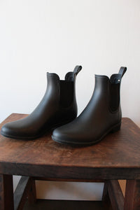 SAM EDELMAN BLACK TINSLEY RAIN BOOT SZ 6