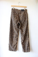 Load image into Gallery viewer, LEVI'S RIBCAGE STRAIGHT LEOPARD PRINT CORDUROY PANTS SZ 28/6