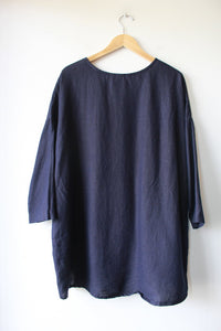ELIZABETH SUZANN LONG SLEEVE HARPER TUNIC IN NAVY MIDWEIGHT LINEN SZ OS