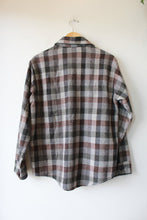 Load image into Gallery viewer, VINTAGE FROSTPROOF GREY PLAID WOOL BLEND BUTTON DOWN SZ M