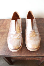 Load image into Gallery viewer, ARGILA CRINKLE GOLD LACELESS OXFORDS SZ 39.5/9 (LIKE NEW)
