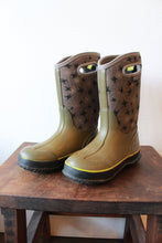 Load image into Gallery viewer, BOGS -30 DEGREE RAIN / SNOW BOOTS OLIVE WITH SPIDERS SZ 3