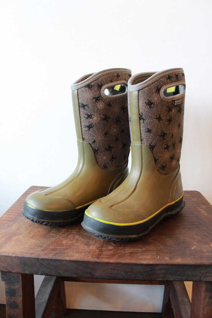 BOGS -30 DEGREE RAIN / SNOW BOOTS OLIVE WITH SPIDERS SZ 3