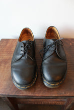 Load image into Gallery viewer, DR. MARTENS MADE IN ENGLAND 461 DERBYS BLACK OXFORDS SZ 8 (AS IS: WEAR)