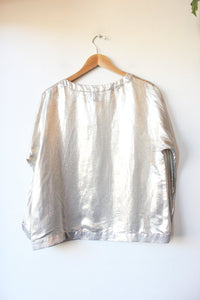 LISA PERRY SILVER SILK BLEND BLOUSE SZ 12 (FITS S/M)