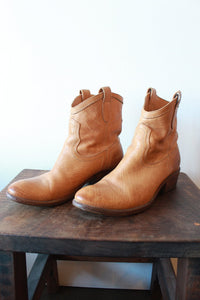 FRYE CARSON SHORT TAN BOOTS SZ 9 (PROTECTIVE SOLES ADDED)