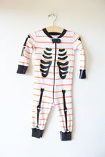 Load image into Gallery viewer, HANNA ANDERSSON ORANGE WHITE STRIPED SKELETON PJS SZ 70/9-18M