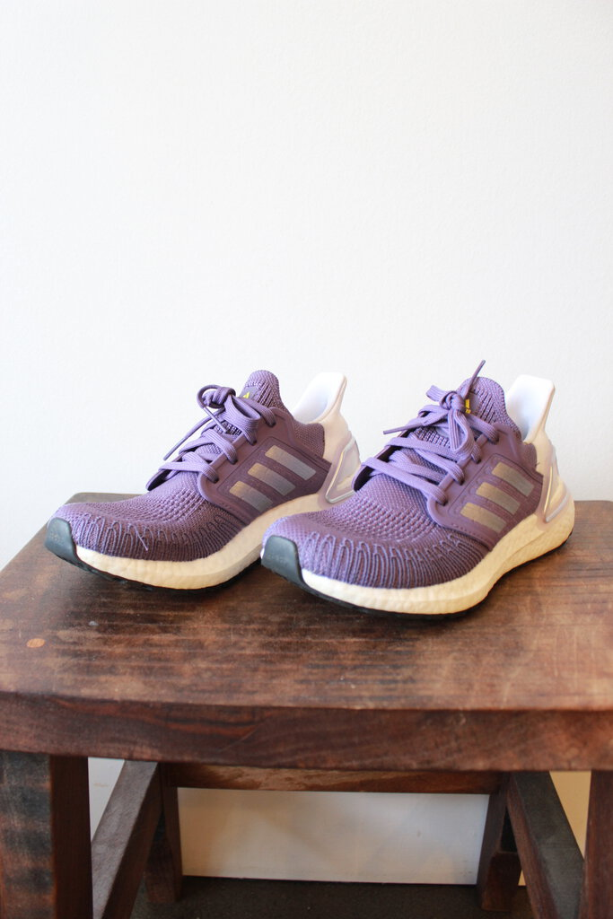 ADIDAS ULTRABOOST 20 RUNNING SHOES IN PURPLE SZ 6 ($135 ONLINE)