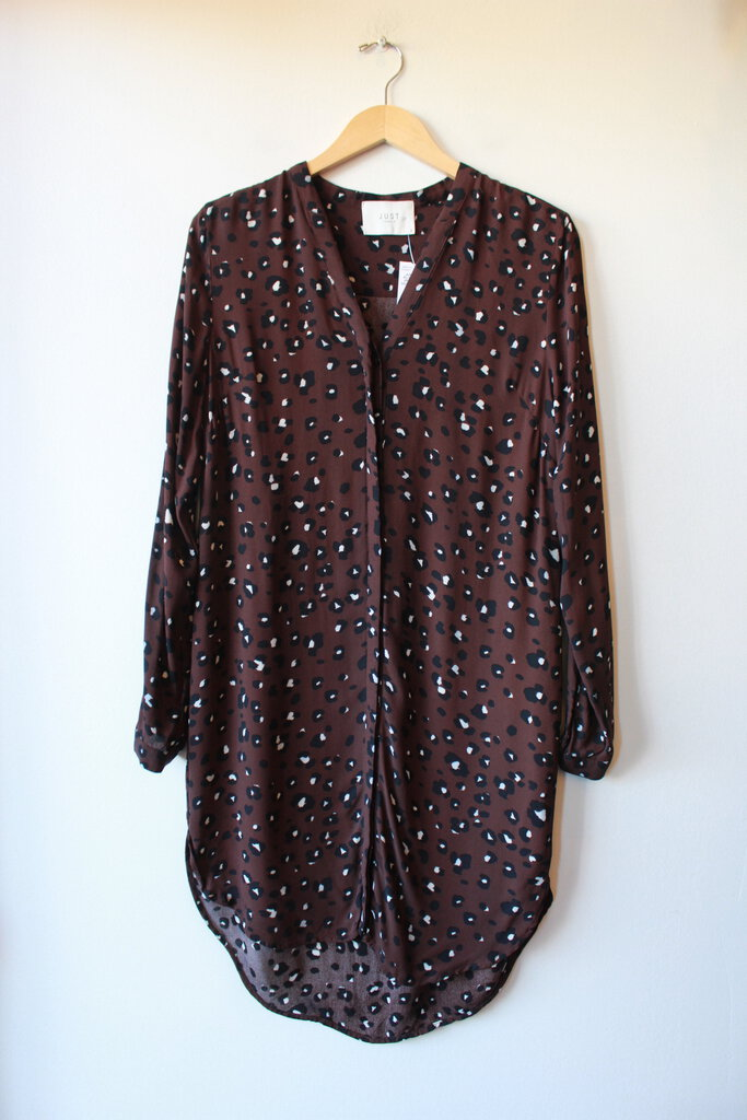 JUST FEMALE PLUM LEOPARD PRINT BUTTON DOWN TUNIC SZ S