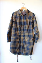 Load image into Gallery viewer, PENDLETON PORTLAND COLLECTION NAVY + OCHRE WOOLEN PLAID SHACKET SZ M