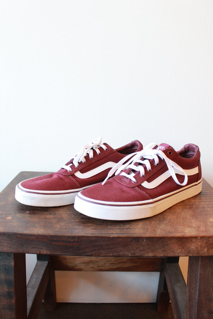 VANS BURGUNDY CLASSIC OLD SKOOL - NEW CONDITION (RETAIL $60) SZ 10