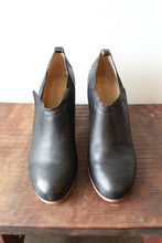 Load image into Gallery viewer, GEE WAWA BLACK LEATHER CHELSEA BOOTIES SZ 9M