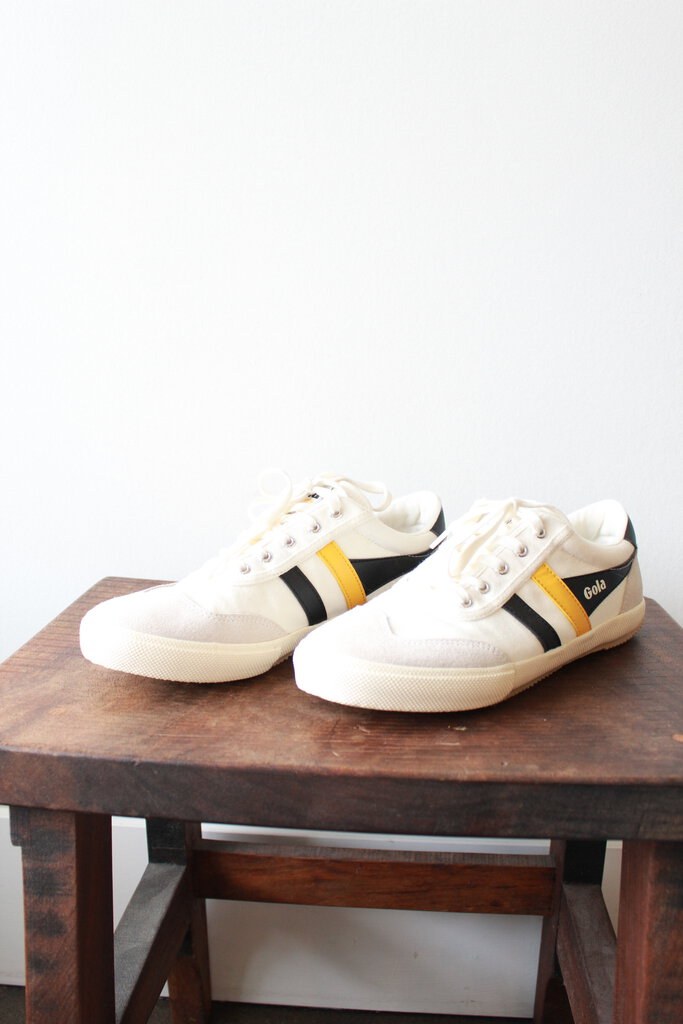 GOLA WHITE CANVAS WITH YELLOW + NAVY DETAIL SNEAKERS SZ 9 (NEW)