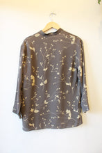 Load image into Gallery viewer, VINTAGE FINITY NATURALS CHARCOAL FLORAL SILK BOXY BLOUSE SZ S (FITS S-M) (AS IS: SPOTS)