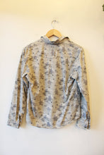 Load image into Gallery viewer, VINTAGE BROOKS & DUNN GREY CACTUS PRINT BUTTON DOWN SZ S