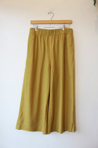 COS CHARTREUSE WOOL WIDE LEG PANTS SZ M (AS IS: VISIBLE MEND BACK OF RIGHT HEM)